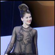 Regardez Laetitia Casta remettre un César dans une somptueuse robe dévoilant... tout ou presque !