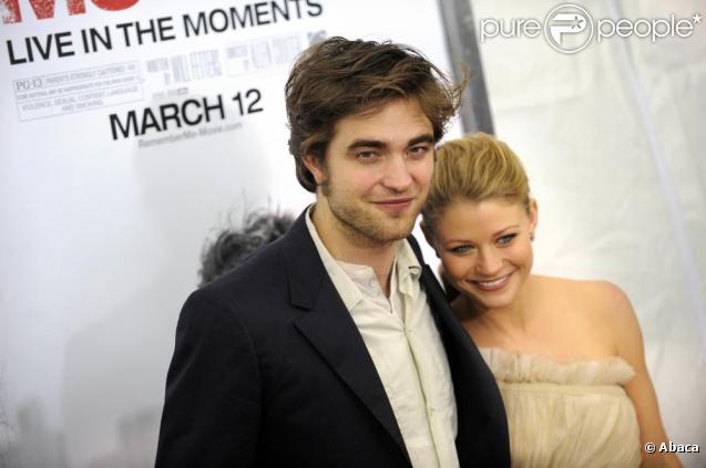 Emilie De Ravin couple