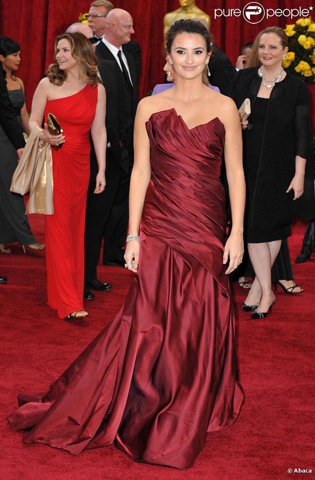 La sublime Penélope Cruz, à l'occasion du tapis rouge de la 82e cérémonie des Oscars, au Kodak Theatre de Los Angeles, le 7 mars 2010.