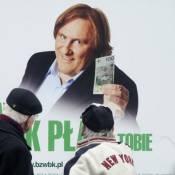 Regardez Gérard Depardieu dans une curieuse pub pour une banque !