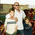 Miguel Ferrer (photo : en 2004 avec ses fils) est poursuivi par la National City Bank, qui lui réclame 142 000 dollars