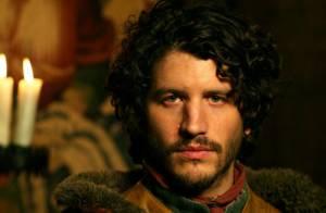 EXCLU : Regardez Clément Sibony, un preux chevalier qui affronte les terribles affres du Moyen-Age !