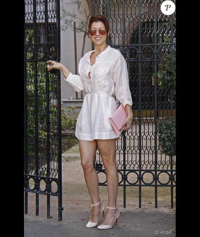 micro robe chemise blanche tr s d collet e escarpins louboutin cr me pochette rose pastel et. Black Bedroom Furniture Sets. Home Design Ideas