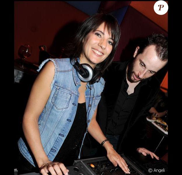 Estelle Denis est DJette d'un soir au Murano, en compagnie d'Ange-Mathieu Bonvarlet. 18/03/2010