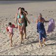 Stéphanie Seymour et ses enfants sur la plage des Flamands à St Barthelemy le 17 mars 2010