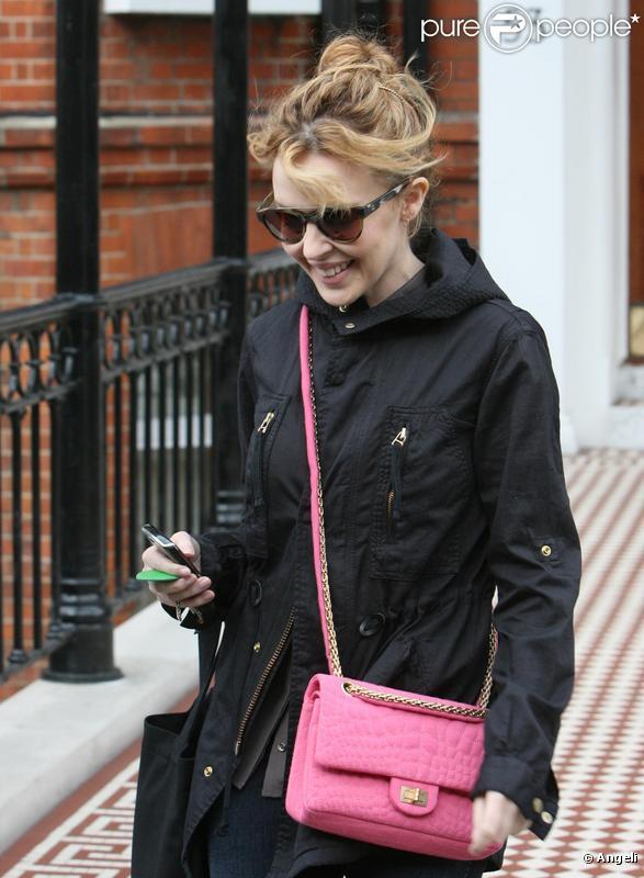 Kylie Minogue et Andres Velencoso à Londres le 22 mars 2010