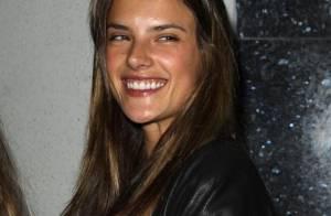 Alessandra Ambrosio : Quand le top fait la fête avec son amoureux...