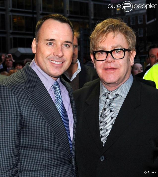 Elton John et David Furnish à Londres le 31 mars 2010 pour le 5e anniversaire de la comédie musicale Billy Elliot.