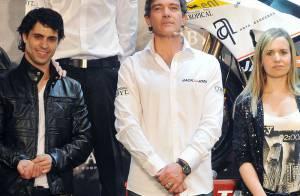 Antonio Banderas, très fier de sa bande de bikers !