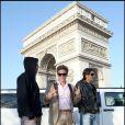 David Charvet, Mickaël Vendetta et Greg Basso sortent de la limousine... devant l'Arc de Triomphe(9 avril 2010 à Paris)