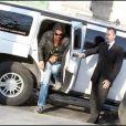 Greg sort de la limousine : bon retour dans la capitale ! (9 avril 2010 à Paris)