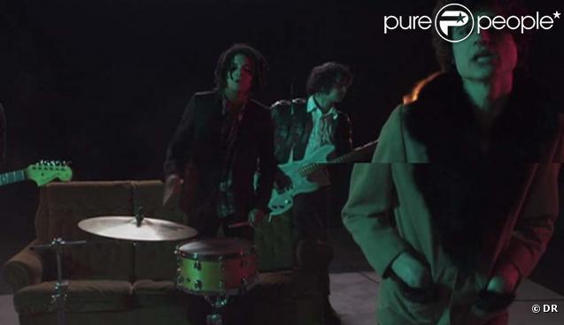 Les BB Brunes lèvent le voile sur le clip de  Nico Teen Love , le  nouveau single extrait de leur second album du même nom.