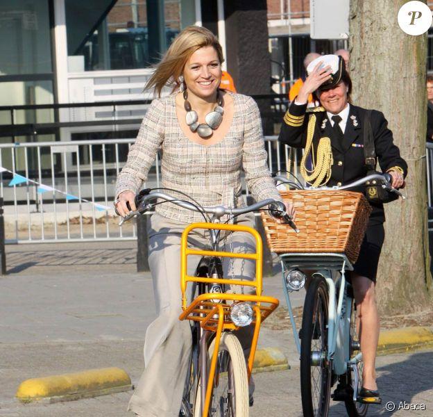 La princesse Maxima des Pays-Bas montre l'exemple en donnant le coup d'envoi du brevet de vélo...