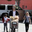 Ryan Phillippe et ses enfants, Ava et Deacon, à Los Angeles, le 20 mars 2010