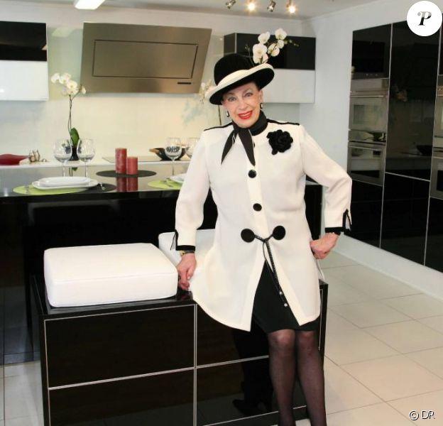 Geneviève de Fontenay pose pour la marque de cuisines TEISSA.