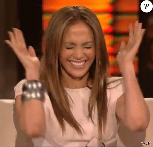 Jennifer Lopez totalement gênée sur le plateau du Lopez Tonight Show, le 22 avril 2010
