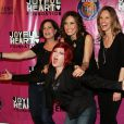 Mariska Hargitay, Maria Bello, Hilary Swank, Marcia Gay Harden et la chanteuse Cyndi Lauper au 2010 Joyful Heart Foundation Gala, à New York. 05/05/2010