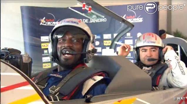 Marco Prince participe à la compétition Red Bull Air Race, à Rio. 8/05/2010