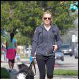 Hilary Duff a été aperçue, samedi 15 mai, en pleine promenade de son chien, dans les rues de Toluka Lake, profitant de  cette petite sortie pour se chercher un café.
