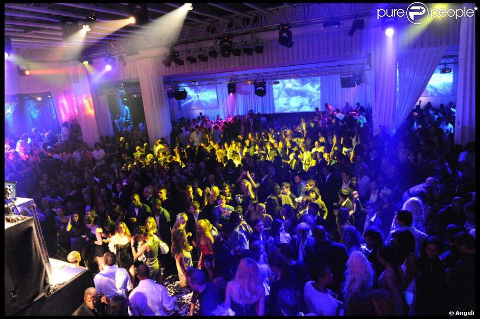 Cannes soir e artsits for peace and justice au vip room for Location garage cannes palm beach
