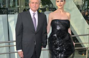 Catherine Zeta-Jones en met plein la vue... pour rendre hommage à son mari Michael Douglas !