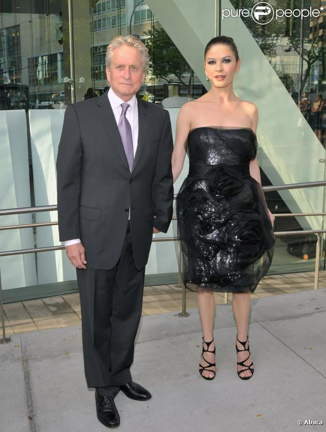 Michael Douglas et Catherine Zeta-Jones lors de la 37e édition du gala des Chaplin Awards à New York le 24 mai 2010
