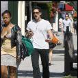 Adrien Brody se promène sur Melrose Avenue à Los Angeles le 21 mai 2010