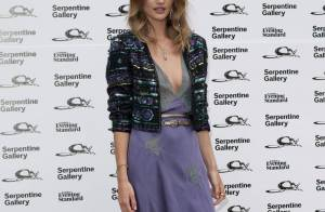 Regardez Victoria's Secret féliciter son Ange Rosie Huntington-Whiteley à sa façon... pour son rôle dans