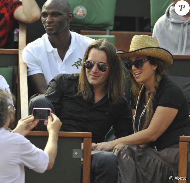 Hélène Ségara et Mathieu Lecat, son époux, au tournoi de Roland-Garros. 2/06/2010