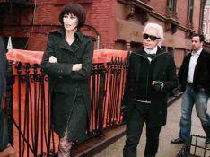 PHOTOS : Claudia Schiffer est brune pour Karl Lagerfeld !