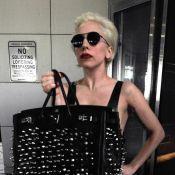 Lady Gaga : Plus Madonna que jamais, elle exhibe son it-bag douloureusement customisé et... ses folles chaussures !