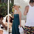 Christina à l'hôtel South Beach, à Miami, s'est mise en mode gloutonne ! 12/06/2010