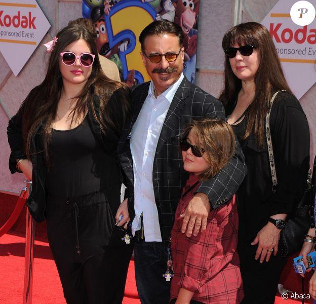 Andy Garcia et sa famille lors de l'avant-première de Toy Story 3 à Los Angeles le 13 juin 2010