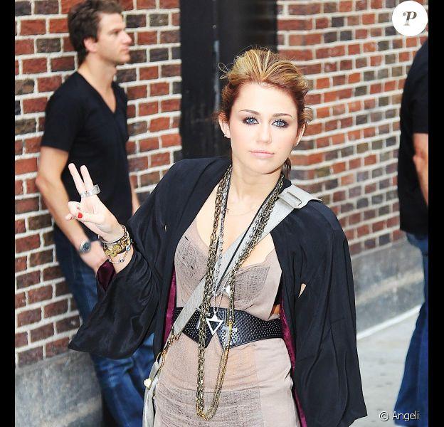 Miley Cyrus quittant le plateau de la célèbre émission The Late Show With David Letterman