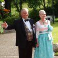 Vendredi 18 juin, à la veille de leur mariage, Victoria de Suède et Daniel Westling accueillaient de prestigieux convives pour un banquet en leur honneur. La reine Margrethe de Danemark et le prince consort Henrik.