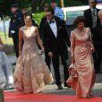 Vendredi 18 juin, à la veille de leur mariage, Victoria de Suède et Daniel Westling accueillaient de prestigieux convives pour un banquet en leur honneur. Photo : Avec Madeleine, Carl Philip et le couple royal.