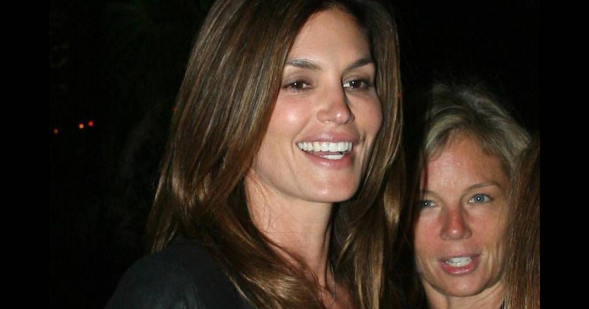 crawford divorced singles See all tom jones' marriages, divorces, hookups singles, what's new pussycat she's got that cindy crawford look.
