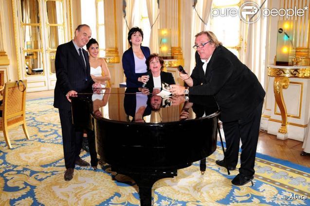 Le 21 juin 2010, Carmen Maria Vega recevait le premier prix Barbara au ministère de la Culture, en présence notamment de Frédéric Mitterrand, de Gérard Depardieu, de Liane Foly et de Marie-Paule Belle...