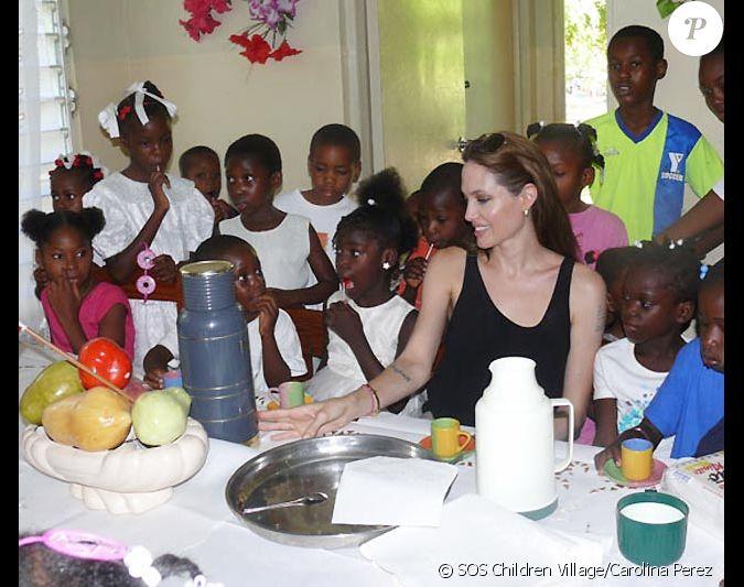 le 21 juin sos village children a accueilli ha ti l 39 arriv e d 39 angelina jolie ambassadrice de. Black Bedroom Furniture Sets. Home Design Ideas