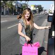 Avril Lavigne, qui vient de sortir sa nouvelle fragrance, est aperçue faisant du shopping du West Hollywood, mercredi 23 juin.
