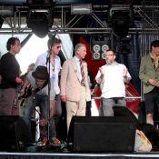 Le prince Charles joue les rockeurs pendant que Camilla fait un curieux safari...