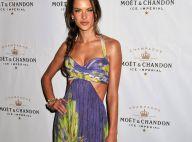 La belle Alessandra Ambrosio, sexy et fleurie, est l'annonciatrice d'un été réussi...