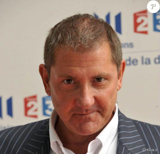Yves Calvi rejoint RTL, station qui l'avait courtisé en 2008, à la rentrée 2010, pour des interviews matinales...