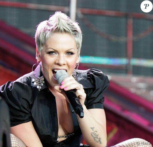 Pink se produit dans le cadre de son Funhouse Carnival Tour 2010, à Hyde Park (Londres), pour le Wireless Festival, vendredi 2 juillet.