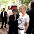 Sam Taylor-Wood en compagnis de Yoko Ono à Londres en juin 2009