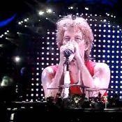 Jon Bon Jovi, blessé, termine son concert en héros !