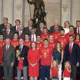 La reine Sofia, le roi Juan Carlos, Felipe, Letizia et leurs fillettes au Palais Royal, à Madrid. Ils félicitent l'équipe espagnole ! 12/07/2010