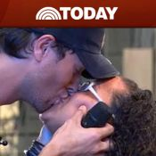 Quand Enrique Iglesias embrasse fougueusement une fan en direct... Une de plus !