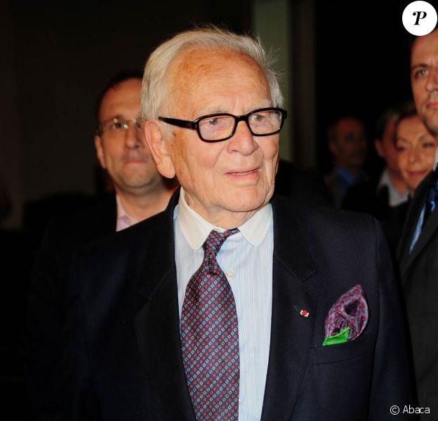 Le couturier français Pierre Cardin