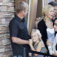 Rick Schroder au côté de son épouse Andrea Schroder et de leurs deux filles Cambrie et Faith. Une vraie famille du bonheur lors de leur sortie au cinéma Malibu à Los Angeles le 17 juillet 2010 !
